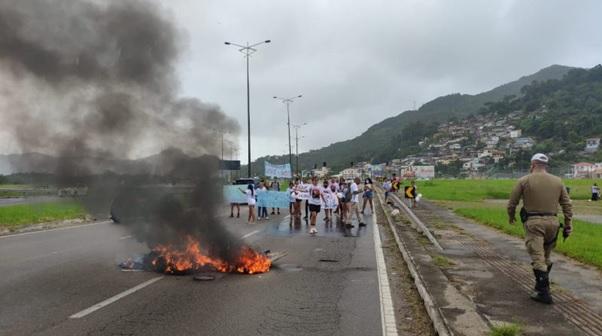 Dia de Luto e Luta em Florianópolis: Protesto e Pneus Queimados no dia que Jovem assassinado pela PM Completaria 13 Anos